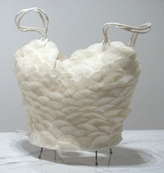 Great idea for cupcake wrappers. Paper dress by Caterina Crepax Recycled Costumes, Recycled Dress, Paper Fashion, Fashion Art, Fashion Design, Paper Clothes, Paper Dresses, Ideias Diy, Recycled Fashion