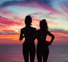 Beach pics with friends amazing and super funtastic 35 beach sunset pictures, friend beach pictures Bff Pics, Photos Bff, Bff Pictures, Best Friend Pictures, Friend Photos, Beach Pictures, Travel Pictures, Beach Pics, Yoga Pictures