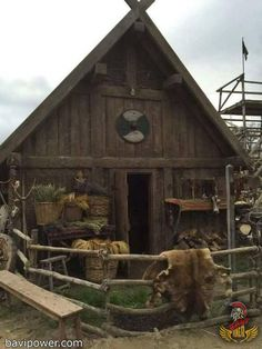 The Vikings burnt their longhouse to ash when dead. This was a Viking ritual as they believed in the connection of the longhouse with their soul. Vikings Live, Norse Vikings, Viking Hall, Viking Aesthetic, Viking House, Viking Village, Viking Culture, Long House, Medieval Houses