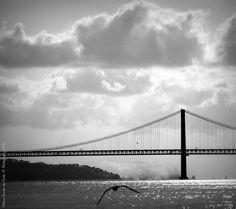 Photography: Ponte sobre o Rio Tejo, Photo credits by Helena Simões da Costa © Photography 2016 (Lisboa), no blogue do Arlindo. Outros trabalhos meus: http://helenasimoesdacosta.wix.com/helencostafotografia #sky #clouds