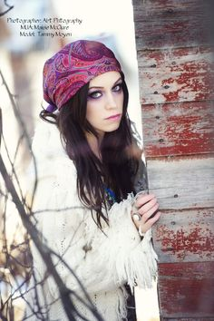 I've never worn a headscarf in my life, but I would if it would look like this.. - love the white with the bold colors..