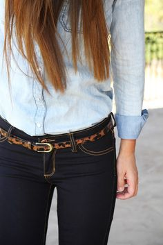 Light chambray shirt + dark wash jeans + leopard belt.