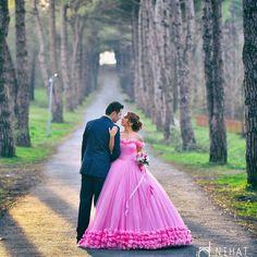 Indian Wedding Couple Photography, Wedding Couple Photos, Couple Photography Poses, Bridal Photography, Pre Wedding Shoot Ideas, Pre Wedding Poses, Bridal Poses, Couple Photoshoot Poses, Pre Wedding Photoshoot