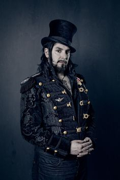 "Steampunk Portrait Series by Brandon Jernigan - ""As a photographer, I share the stylistic independence, meticulous attention to details and DIY craftiness of the steampunk movement, which I hoped to celebrate with these portraits. (article by Alison Zavos for feature shoot on 12.19.11)  ""http://www.featureshoot.com/2011/12/steampunk-portraits/#"