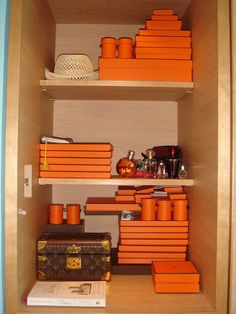 Closet of boxes Shoping Bag, Hermes Home, Hermes Orange, Orange Aesthetic, Minimalist Closet, Coffee Table Styling, Bag Packaging, Inspired Homes, Orange Things