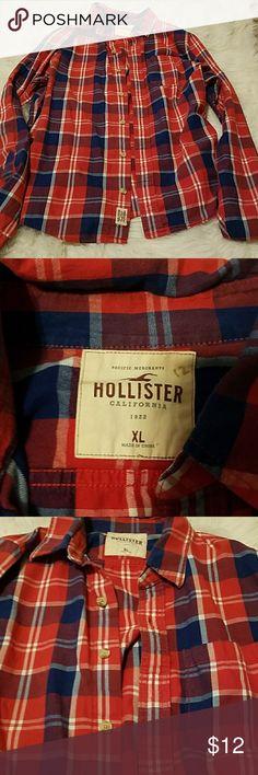 Hollister long sleeve shirt Like new Hollister button down long sleeve shirt. Hollister Shirts Tees - Long Sleeve