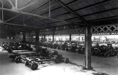 La última planta del edificio David (Aribau, #Barcelona) con los chasis de los coches DAVID a la espera de ser completados