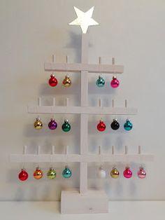 En variation på dessa julgranar. Här är bara stjärnan i toppen av återvinningsmaterial (galvaniserad plåt, klippt med bänksaxen). Gran...
