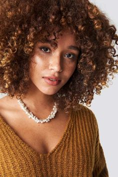 Na Kd Accessories Mini Pearls Short Necklace Gold Pelo Natural, Natural Curls, Natural Skin Care, Curly Hair Styles, Natural Hair Styles, Long Hair Tips, Jumbo Box Braids, Glossy Hair, Corte Y Color