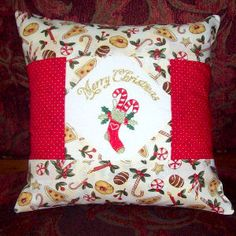 "In the Hoop ""Quilted Christmas pillows/Square"" comes with 4 different  fronts which have Merry Christmas in 4 languages and complete instructions!"