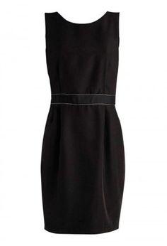 vestido preto com detalhe na cintura