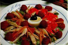 Receta de Ensalada de pollo y frambuesas en http://www.recetasbuenas.com/ensalada-de-pollo-y-frambuesas/  Aprende a preparar de forma rápida y sencilla una deliciosa ensalada de pollo y frambuesa, rica en proteínas y antioxidantes y baja en grasas. #recetas #Ensaladas