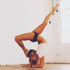 Incredible flexibility, stunning forearm stand. Yogi Goals & Yoga Inspiration.