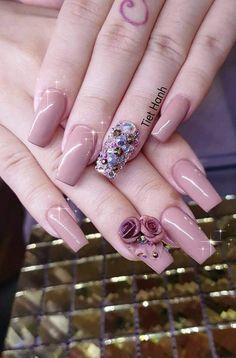 Flower Nail Designs, Nail Art Designs, 3d Nails, Acrylic Nails, Stone Nail Art, Nailart, Pretty Nail Art, Crystal Nails, Elegant Nails