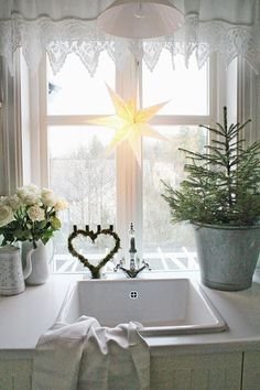 Lovely Christmas kitchen window - I have a heart with tiny glitter lights in my window :)