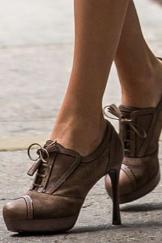 Travel Fashion, Casual Clothes, Beautiful Shoes, Oxford Shoes, Formal, Chic, Jeans, Womens Fashion, Top