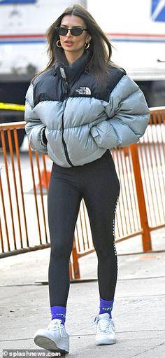 Emily Ratajkowski is seen in a puffy jacket as she runs errands North Face Nuptse Jacket, Black North Face Jacket, North Face Windbreaker, Womens North Face Jacket, North Face Vest, Doudoune The North Face, Winter Fashion Outfits, Outfit Winter, Winter