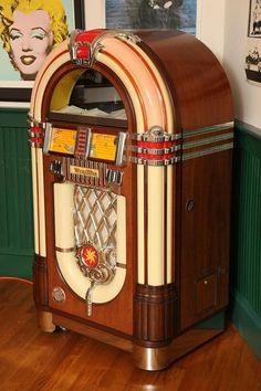 50s Diner, Vintage Diner, Vintage Room, Vintage Tv, Café Retro, Retro Cafe, Diner Aesthetic, Aesthetic Vintage, Jukebox