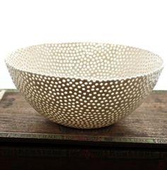 White Porcelain Berry Bowl com bordado ia ficar show Glass Ceramic, Ceramic Clay, Porcelain Ceramics, Ceramic Bowls, Pottery Bowls, Ceramic Pottery, Earthenware, Stoneware, Keramik Design
