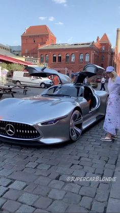 'Batsman's justice league' real life car Sportwagen Batsmans car justice league Life real Sportwagen Luxury Sports Cars, New Luxury Cars, Exotic Sports Cars, Sport Cars, Autos Mercedes, Bmw Autos, Mercedes Benz Cars, Diy Auto, Auto Gif
