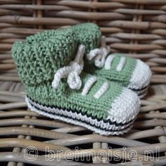 New Baby Shoes Diy Knitted Ideas Knitted Baby Clothes, Cute Baby Clothes, Baby Knitting, Crochet Baby, New Baby Dress, Best Baby Shoes, Beginner Crochet Tutorial, Kind Mode, New Baby Products