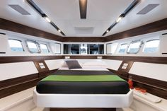 Absolute Luxury Yachts - Sport yachts 70STY