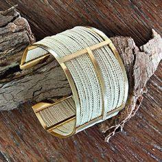 Bracelete Especial em Palha de Buriti PE500. 😍  Entrem em nossa loja online no site www.palhasbrasil.com.br e confiram nossas lindas peças! 😍  Página do Facebook: Palhas Brasil  #palhasbrasil #biojoias #palha #palhadeburiti #kits #buriti #lancamento #semijoias #artesanal #artesanato #colar #pulseira #brinco #braceletes #peças #empalhadeburiti
