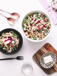 Post contains adlinks · The secret is to include everything you love in one bowl · .. Skal jeg være helt ærlig? Jeg synes salat er gøøøørrr-kjedelig..I hvert fall 90% av tilfellene jeg får det servert. Det verste jeg vet er å spise salat, spesielt når jeg er ute på restaurant eller lignende. Jeg dropper …