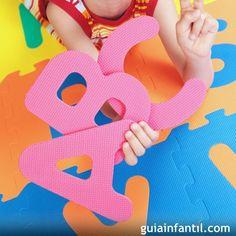 Aprender el ABC con una alfombra de letras