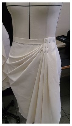 Drape Skirt Pattern, Skirt Patterns Sewing, Clothing Patterns, Sleeves Designs For Dresses, Fashion Sewing, Sewing Clothes, Pattern Fashion, Blouse Designs, Fashion Outfits