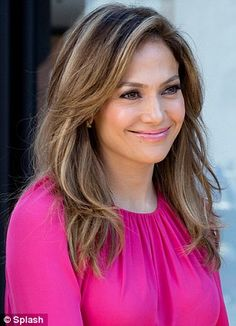 Jennifer Lopez and her famous curves hit the Brooklyn streets to film Viva Móvil advert | Mail Online