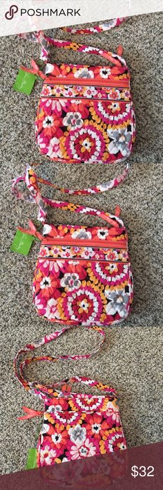 Vera Bradley Hipster bag NEW never used and with tags. The pattern is Pixie bloom; not sure if it's expired or not. According to the website the dimensions are 11 by 11 inches. I will ship ASAP!❤️ Vera Bradley Bags Crossbody Bags