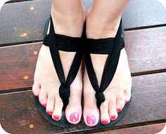 upcycle flip flops - looks easy enough, but I'm not sure if the knot will stay inside of the sole and if it doesn't it will either a) not be comfortable to walk on or b)slip out of the sole