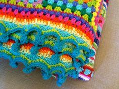 Pom pom edge tutorial here http://onceuponapinkmoon.blogspot.com/2013/09/pom-pom-edge.html ❁•Teresa Restegui http://www.pinterest.com/teretegui/•❁