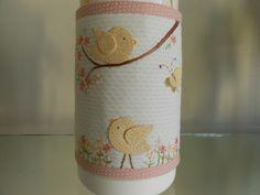 Capa para garrafa termica utilizada no kit de higiene do bebê.com 14 cm de altura e 30 cm de largura. Outras cores e motivos aplicados à escolha do cliente. Consulte outros tamanhos R$ 45,00