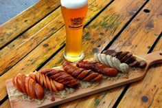 Get Ready for Oktoberfest With These 11 Event Ideas Sausage Platter Plating Serving sausages doesn't have to be a messy affair. Loreley Restaurant & Biergarten on New York's Lower East Side arranges sliced sausages with the cuts going in opposite directio Oktoberfest Party, Tapas, Sausage Platter, Chorizo, Pale Ale Beers, German Sausage, Buy Beer, Pub Food, Beer Food