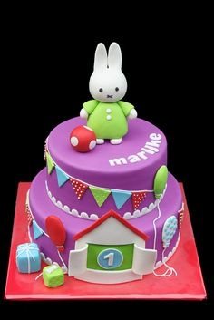 Oh, how cute is this Dick Bruna's Nijntje/Miffy cake? Fab Cakes, Crazy Cakes, Sweet Cakes, Cute Cakes, Yummy Cakes, Fondant Cakes, Cupcake Cakes, Miffy Cake, Rabbit Cake