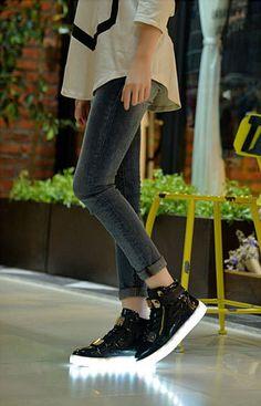 Chaussure Montante Led Noir Avec Zips et Plaque Metal