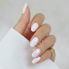 Pin by Lisa Firle on Nageldesign - Nail Art - Nagellack - Nail Polish - Nailart - Nails in 2020 White Nail Designs, Acrylic Nail Designs, Nail Art Designs, Nails Design, Salon Design, White Acrylic Nails, White Nail Art, White Oval Nails, Oval Nail Art