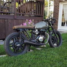 Simple but beautiful Honda cb400 great job. @mrmotorcycle . . . #caferacer…