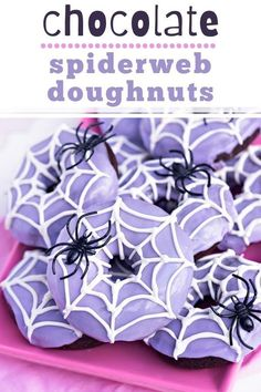 Bake up some fun and festive Chocolate Spider Web Doughnuts for Halloween this year! The chocolate doughnuts in this recipe are DELIGHTFUL. I'm serious… they are moist and chocolatey (without being too rich) and baked to perfection (instead of fried). And did I mention they are adorable?! Halloween Baking, Halloween Desserts, Halloween Cakes, Halloween Treats, Halloween Party, Best Chocolate, Chocolate Lovers, Melting Chocolate, Chocolate Recipes