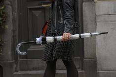 Parapluie cloche, parapluie dome, dome umbrella, birdcage umbrella, rainy outfit, tenue de pluie, le monde du parapluie Birdcage Umbrella, Shopper Tote, Luxury Handbags, Prada, Shoulder Bag, Leather, Outfit, Rainy Outfit, Black Stripes