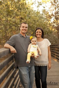 summer family photo shoot ideas | one-year-old-photo-shoot-posing-ideas-12