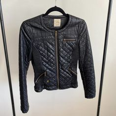 Marketplace for new and preloved fashion Save The Planet, Selling Online, Second Hand Clothes, Zara, Leather Jacket, Jackets, Stuff To Buy, Shopping, Fashion