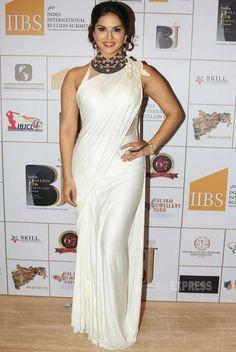 #SunnyLeone in #White Plain Designer #Saree  #Bollywood #SareeStyle