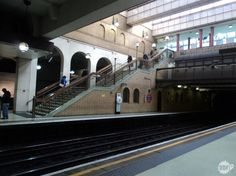 Entenda como funciona o metro de Londres. Dicas sobre qual ticket comprar, principais rotas e as estações próximas a cada ponto turístico.