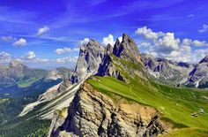 Cadeia de montanhas Puez Odle, nos Dolomitas, Itália.