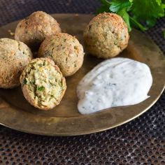 Falafel selber machen – so werden die Kugeln knusprig! Make falafel yourself – this will make the balls crispy! How To Make Falafel, Veggie Recipes, Healthy Recipes, Sandwiches For Lunch, Superfood, Soul Food, Food Inspiration, Vegan Vegetarian, Clean Eating