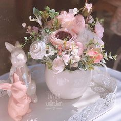 Easter Table Decorations, Flower Decorations, Beautiful Flower Arrangements, Beautiful Flowers, Easter Crafts, Happy Easter, Spring, Holiday, Netflix