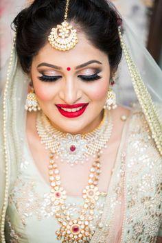 Brides Who Wore Smokey Eye Makeup For Their Wedding! Brown Smokey Eye Makeup, Bronze Eye Makeup, Purple Smokey Eye, Smokey Eye For Brown Eyes, Bridal Eye Makeup, Bride Makeup, Makeup At Home, Brown Lip, Shri Ganesh